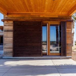 Persiennes ajourées coulissantes en bois